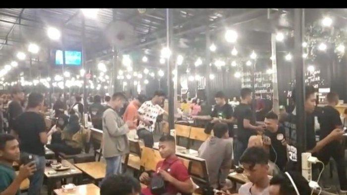Polisi Bubarkan Pengunjung Kafe Nekat Nongkrong di Tengah Corona, 'Saya Minta Bubarkan Diri'